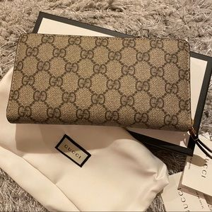 NEW GUCCI ZIP AROUND LONG WALLET GG